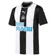 PUMA NUFC HOME Shirt Repl w spon outfit